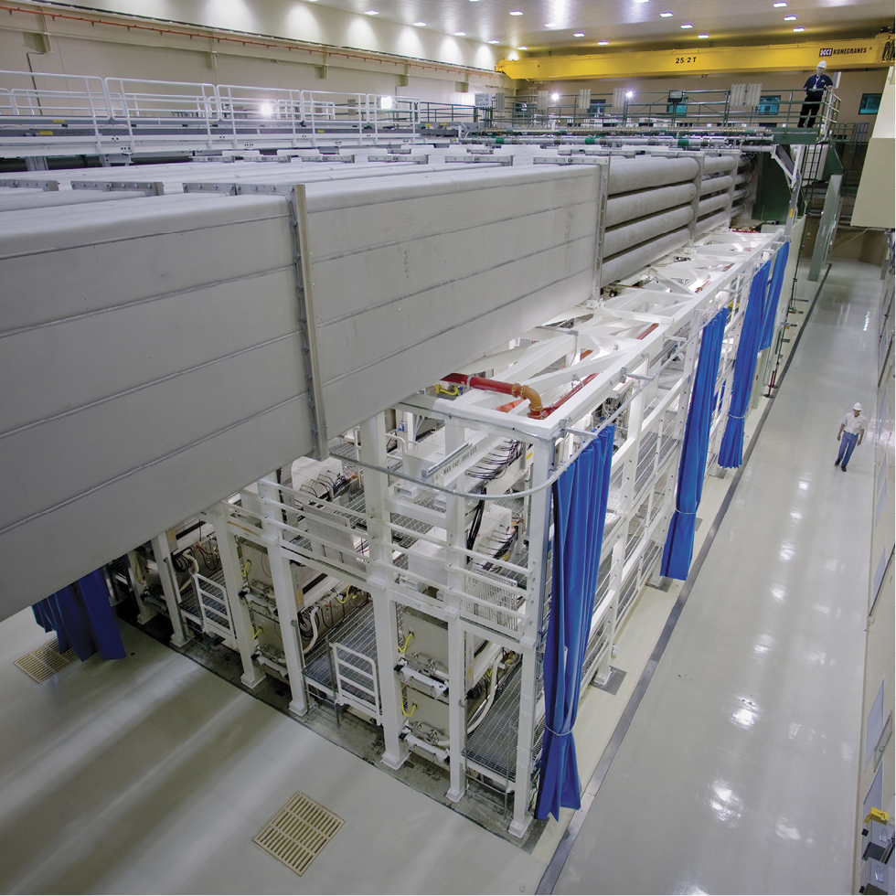 Novel Bragg gratings; side view of Laser Bay 2 shows the four-high laser transport beamline enclosures above the preamplifier support structure. Image NIF.